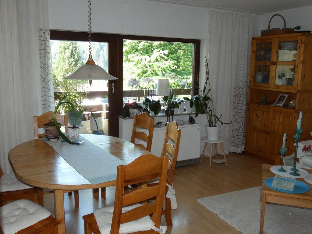 Schön geschittene 2-Zi. ETW - Küche, Bad, Eckbalkon, TG, Keller - in ...