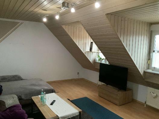 Schöne 70m² 3-Zimmer-DG-Wohnung mit Einbauküche in Geisenfeld in