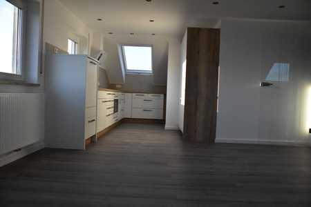 Neuwertige 3,5-Zimmer-Dachgeschosswohnung mit EBK in Steinheim in Dillingen an der Donau