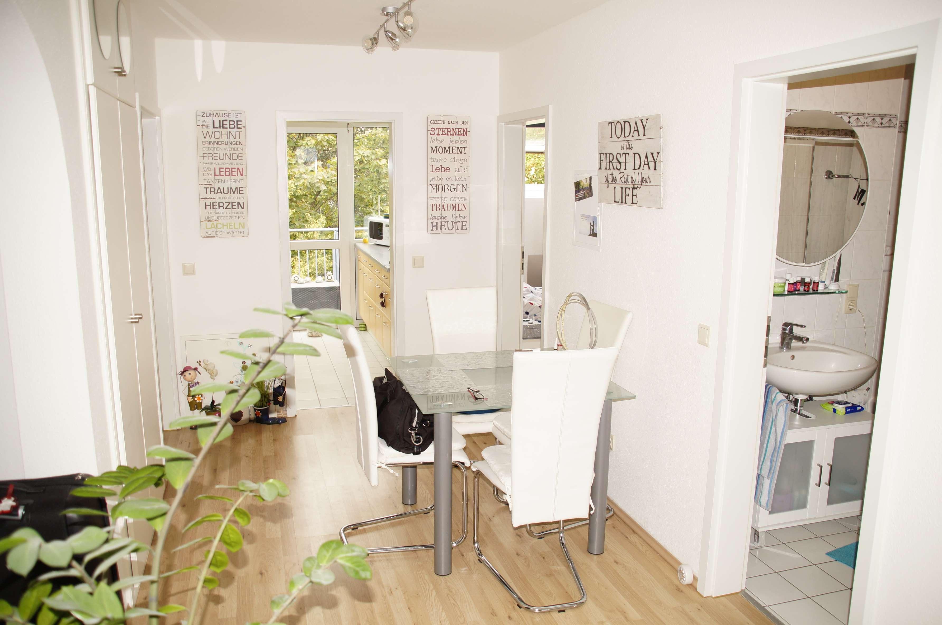Helle 3-Zi Wohnung, 2 Gehminuten zur S-Bahn S1, zwei Balkons, Bad + Gäste WC in