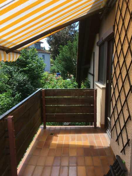 Gepflegte 2,5-Zimmer-DG-Wohnung mit Balkon, Einbauküche und Carport in Würzburg - Heidingsfeld in Heidingsfeld (Würzburg)