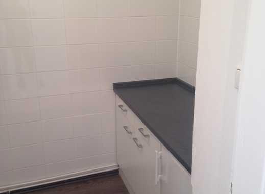 Vollständig renovierte 2-Zimmer-Hochparterre-Wohnung mit Balkon und Einbauküche in Hameln