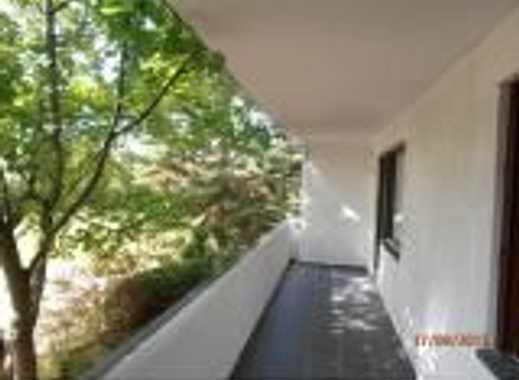 Großzügige Erdgeschosswohnung mit Balkon