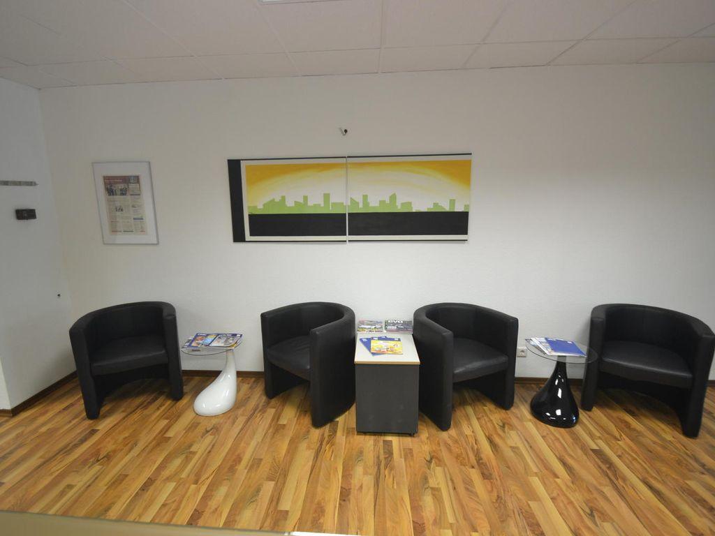 Wartebereich I Kunden