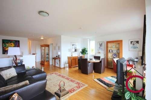 Stilvolles Wohnen - Tolle Duplex-Wohnung mit schönem Terrassen-, Balkon- und Gartenbereich