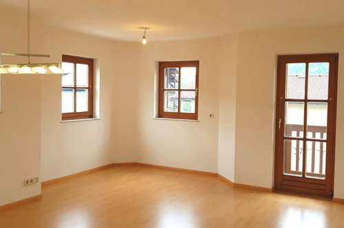 Hallein/Adnet: Sehr schöne 2-Zi.-Whg. mit Balkon, Pkw-Stellplatz und Gartennutzung