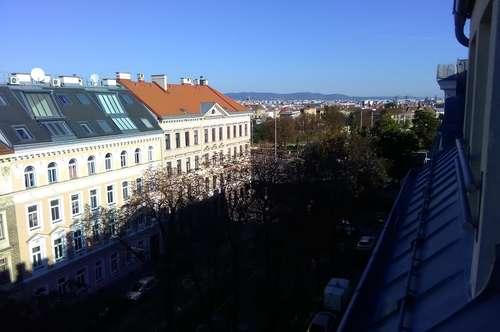 Privat - Sonnige Dachgeschosswohnung mit großer Terrasse 23m² provisionsfrei zu vermieten.