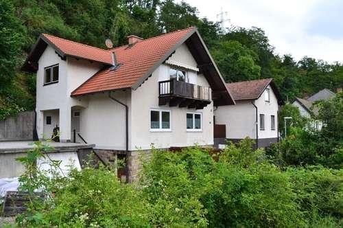 2 Häuser mit 3 getrennten Einheiten in ruhiger Lage sucht neue Besitzer