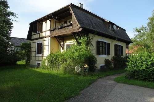 Landvilla im Gründerzeitstil mit Garten und Infrastruktur