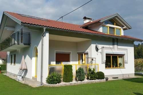 Reizendes Zweifamilienhaus - renoviert, modern, freundlich & äußerst gepflegt!