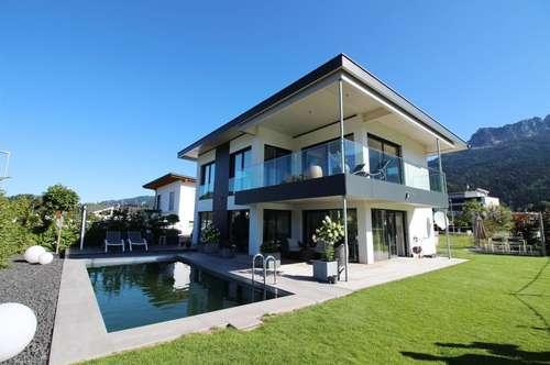 Modernes Einfamilienhaus mit Pool in sonniger Lage