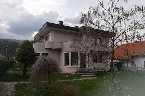 Repräsentative Stadtvilla in Gloggnitz zu verkaufen!