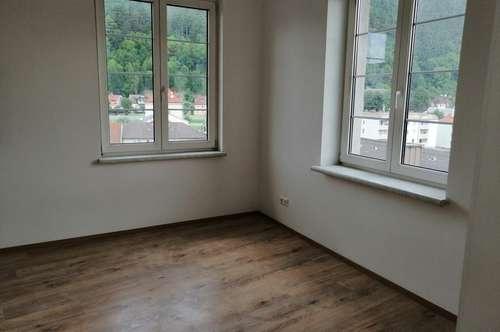 Stilvoll renovierte Stadtwohnung im Herzen von Gloggnitz zu vermieten!