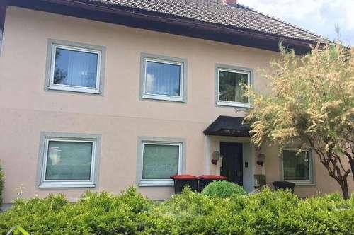 Haus mit 4 Wohnungen, 4 Garagen und kleinem Garten in Timelkam