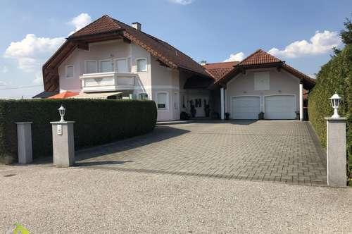 Charmantes Haus auf herrlichen Grundstück in Atterseenähe