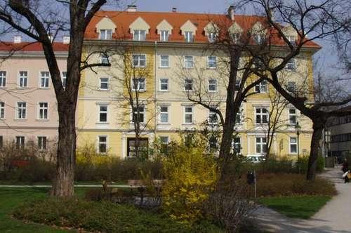 Zentrale, helle Mietwohnung in Parklage und Bahnhofnähe mit PKW-Stellplatz, Specksteinkamin und Balkon
