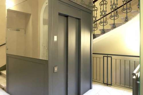 Schön sanierte Altbauwohnung mit 6-Zimmern mitten in der Innenstadt zu vermieten!