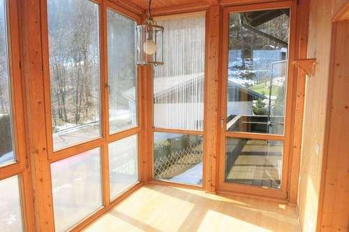 Neu renorvierte 2-Zimmer-Wohnung mit Wintergarten und Balkon