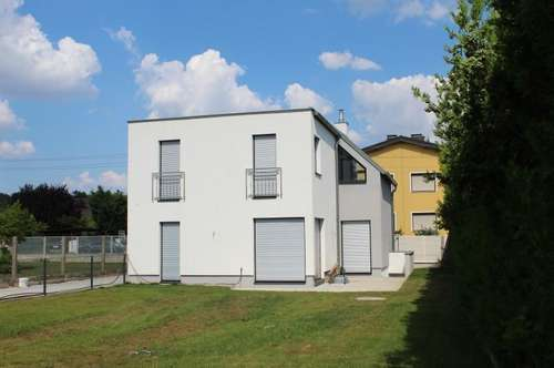 ***!!! Traumhaftes Einzelhaus im Rahmen einer 2'er Wohnhausanlage mit GROßEM GARTEN !!!***