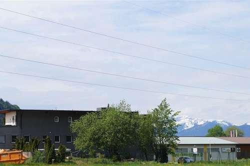 Firmengebäude mit 2 großen Wohnungen