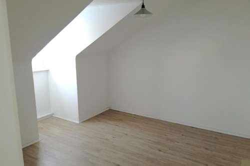 Ruhige Dachgeschosswohnung mit zwei Zimmern