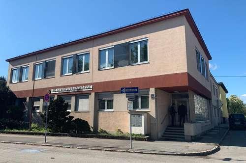 Verwaltungsgebäude in Bhf-, EKZ-, und Zentrumsnähe