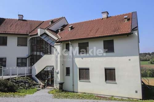 Wohnen mit Ausblick: Helle 4-Zimmer-Wohnung mit Loggia und großem Hobbyraum