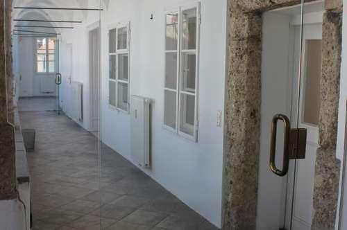 Büro/Ordination in der Innenstadt mit schönem Wartebereich