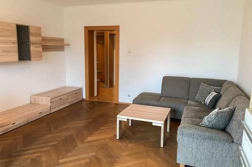 Koffer packen und einziehen! Vollständig möblierte 2-Zimmer-Wohnung mit Balkon sucht neue Mieter