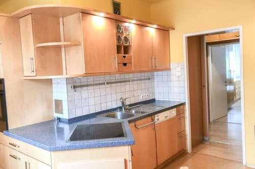 Schöne Wohnung mit Balkon und Parkplatz in toller Lage in Schwechat