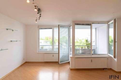 Wohnen mit Lebensqualität! Schöne 3-Zimmer Wohnung mit Loggia, Pool am Dach und großer Dachterrasse