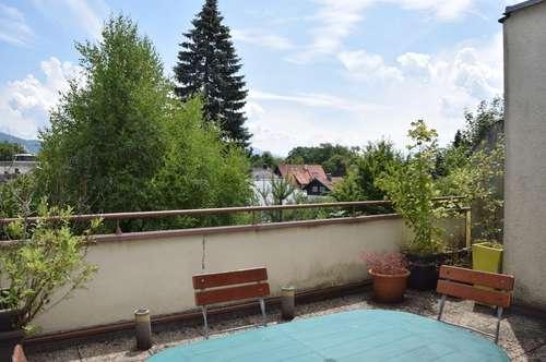 RIEDENBURG: Schöne 2-Zimmer-Wohnung mit großer Dachterrasse und Ausblick