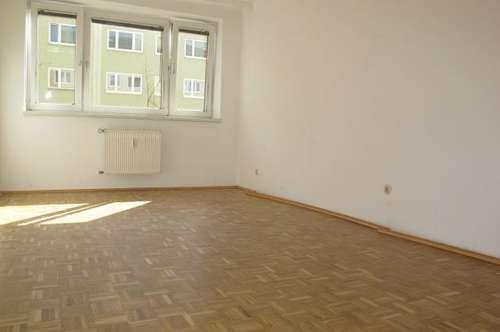 NÄHE CHRISTIAN-DOPPLER-KLINIK: Charmante, helle und ruhige 3-Zimmer-Wohnung