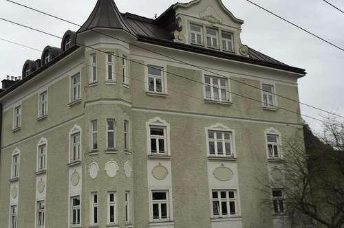 GNIGL/ZWISCHEN KÜHBERG UND ZIB: Große, zentral gelegene 2,5-Zimmer-Altbauwohnung