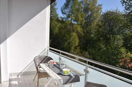 ALTSTADTNÄHE: Gemütliches 2-Zimmer-Apartment mit großer Loggia und Grünblick