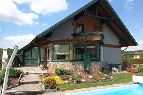 Traumhaftes Einfamilienhaus mit Pool und Doppelgarage