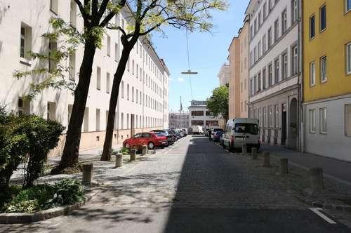 Einmalige und grosse Büro und Wohnungseinheit mit hohen Räumen beim Westbahnhof! WG-Hit mit toller Verkehrsanbindung, Nähe U3,U6, 5 Zimmer!