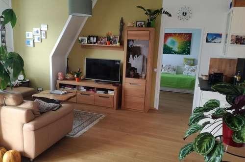 Wohnung mit Balkon und Carport
