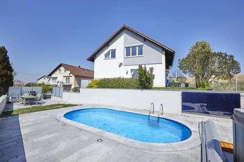 Sehr schöne DG-Wohnung mit Reihenhauscharakter Garten und Pool