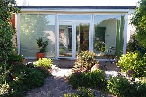 Entzückendes Häuschen mit romantischem Garten direkt am Wasser von privat zu verkaufen