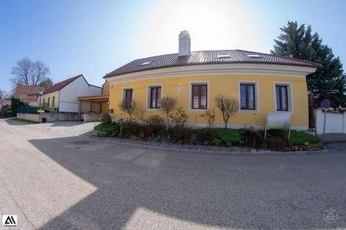 Historischer Arkadenhof mit modernem Reiterhof