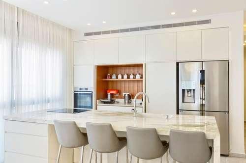 Top 26: Traumhafte sonnige Wohnung in ruhiger Lage mit großer 66,72m2 Terrasse Provisionsfrei für den Käufer!