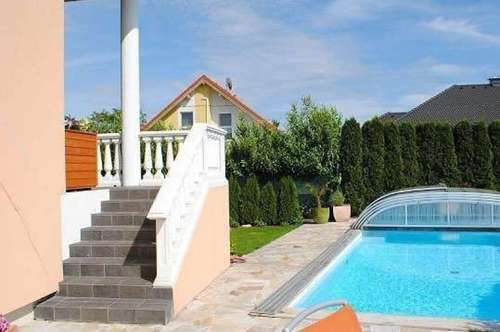 Villa im amerikanischen Stil mit Pool! Ab € 1433,54 mtl.