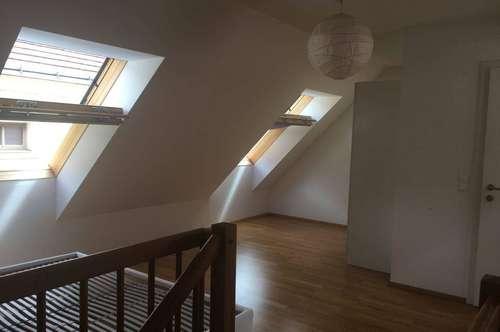 Charmante und neuwertige 69m² große 2-Zimmer Maisonettewohnung (auch bestens als Büro geeignet) mit Einbauküche und Echtholzparkett in zentraler Lage !!! PROVISIONSFREI !!!