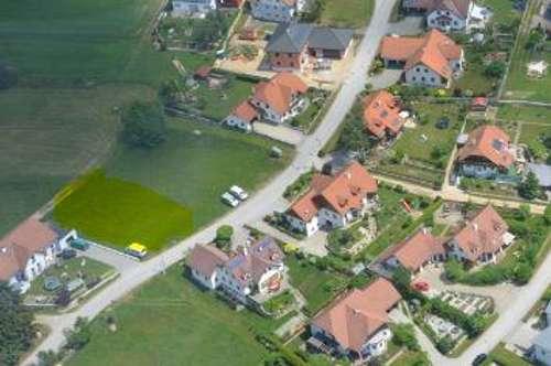Schöner ebener Siedlungsgrund in Zentrumsnähe