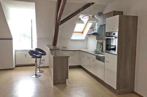 Geräumige Mietwohnung mit großer Küche ...!
