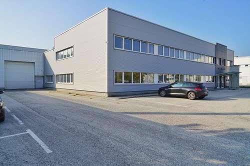 Industriehalle mitten im Industriezentrum NÖ-Süd mit 10 Abstellplätzte zu vermieten !!!