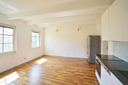 Perfekt aufgeteilte, ruhig gelegene 3 Zimmer Wohnung mit separatem Büro/Hobbyraum ! Einfamilienhausgefühl mitten in der Stadt!