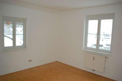 Wohnung mit 4 Zi. Balkon u. Garage