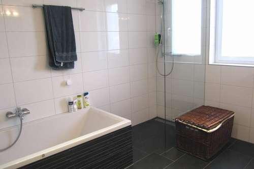 Neuwertige, familienfreundliche 4 Zimmerwohnung - provisionsfrei